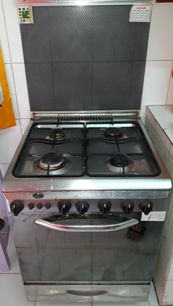 Vente d'un fourneau à 4 plaques de cuissons