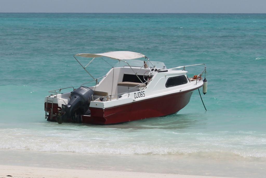 bateau 7m moteur yamaha  u00e0 djibouti