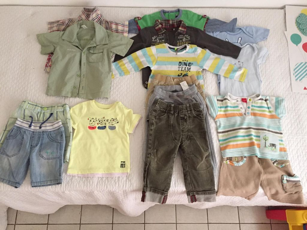 Vêtements garçon de 12 mois achetés en France
